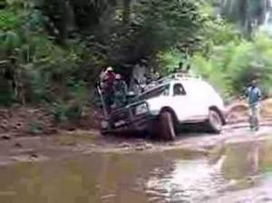 On cultive les guerres politiciennes alors que les infrastructures routières de la province se meurent