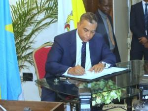 Olivier Kamitatu, membre du Rassemblement, lors de la cérémonie de signature de l'accord du dialogue inclusif le 31/12/2016 à Kinshasa. Radio Okapi/Ph. John Bompengo.