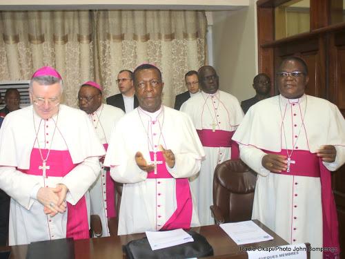 Des évêques membres de la CENCO lors de la cérémonie de signature de l'accord du dialogue inclusif le 31/12/2016 à Kinshasa. Radio Okapi/Ph. John Bompengo.